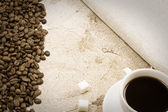 Cup of coffee and beans — Stockfoto