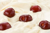 Fresh sweet cherry in cream — Stock Photo