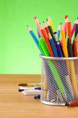 Zpátky do školy koncept a kancelářské potřeby — Stock fotografie