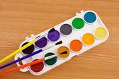 Tavolozza dei pittori con pennello — Foto Stock