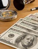 Dollars, kompas en zandloper — Stockfoto