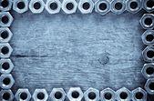 Metall nüsse werkzeug auf holz — Stockfoto