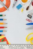 школьные принадлежности на проверяемом бумаге — Стоковое фото