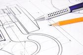 Crayon et stylo sur la rédaction du crochet de grue — Photo