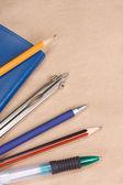 блокнот и ручки — Стоковое фото