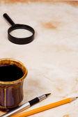 перо, карандаш и кофе — Стоковое фото