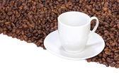 杯子在咖啡豆 — 图库照片