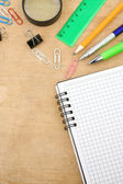 školní doplňky a kontrolované poznámkového bloku — Stock fotografie