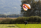 Para glider landing — Stock Photo