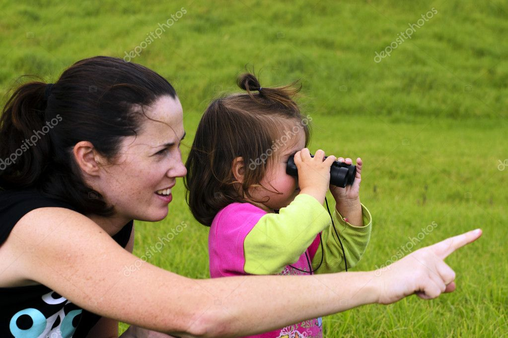 Mother and her child looks through binoculars. — Stock Photo #10779372