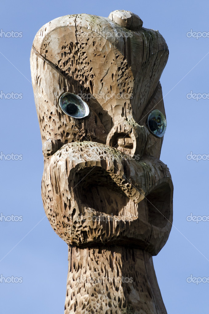 A curved Maori  statue in Auckland, New Zealand. — Stock Photo #10943364