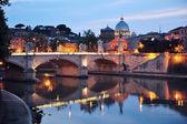 Vista nocturna de roma, italia — Foto de Stock