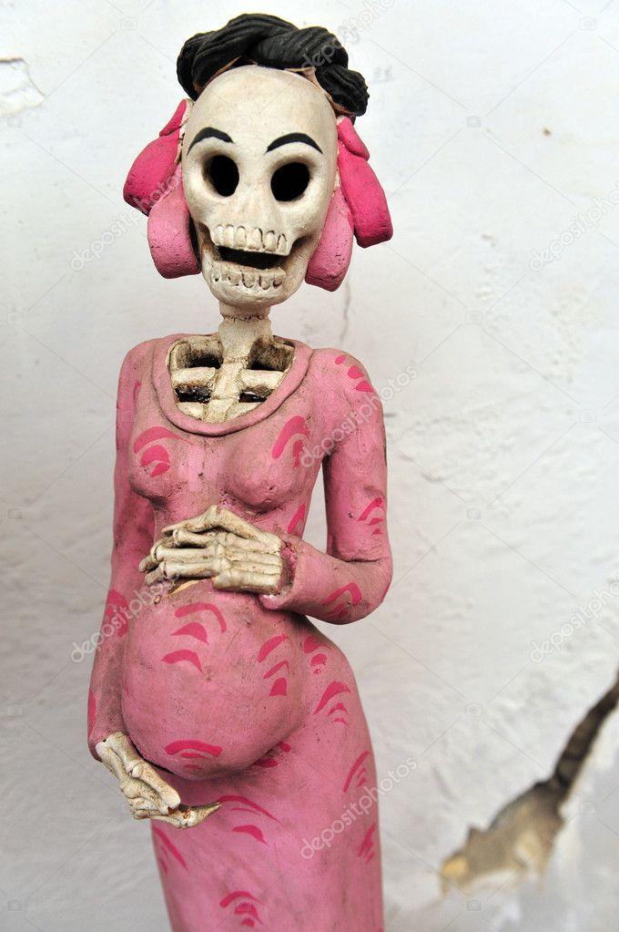 Mexican pregnant woman skeleton – Stock Editorial Photo ...: depositphotos.com/11179842/stock-photo-mexican-pregnant-woman...