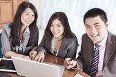группа бизнес улыбается — Стоковое фото