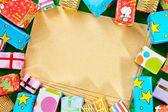 Чистый лист бумаги и рождественские подарки — Стоковое фото