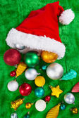 Chapéu de papai noel e natal enfeites — Fotografia Stock