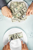 Comendo as notas de dólar — Foto Stock