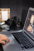 Photographer using laptop — Stock Photo