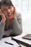 税務フォームのストレス女性 — ストック写真