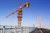Köprü alanında vinç — Stok fotoğraf