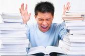 Studioso asiatico lo stress — Foto Stock