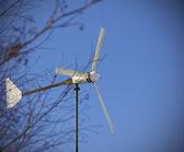 Zdjęcie wiatrak na błękitne niebo — Zdjęcie stockowe