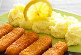 Bastoncini di pesce deliziosi e purè di patate — Foto Stock