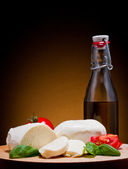 сыр моцарелла, базилик и помидоры — Стоковое фото