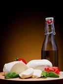 Mozzarella peyniri, fesleğen ve domates — Stok fotoğraf
