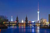 Oberbaum bridge y tv tower — Foto de Stock