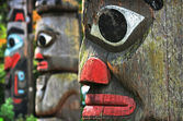 Totem polackerna i british columbia, kanada — Stockfoto