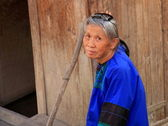 RUI LI-GUIZHOU, CHINA. OCTOBER 17, 2011. Old woman of the Dong — Foto de Stock