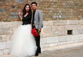 Just married chinese young couple in Kunming. — Stock Photo