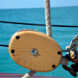 Foto Stock: Nautical pulley and lines