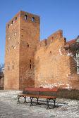 Zeď varšavský hrad a prázdné lavice — Stock fotografie