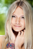Portrait of a beautiful young smiling woman — Stock Photo