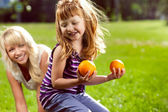 Mother playing with her daughter outdoors — Stock Photo
