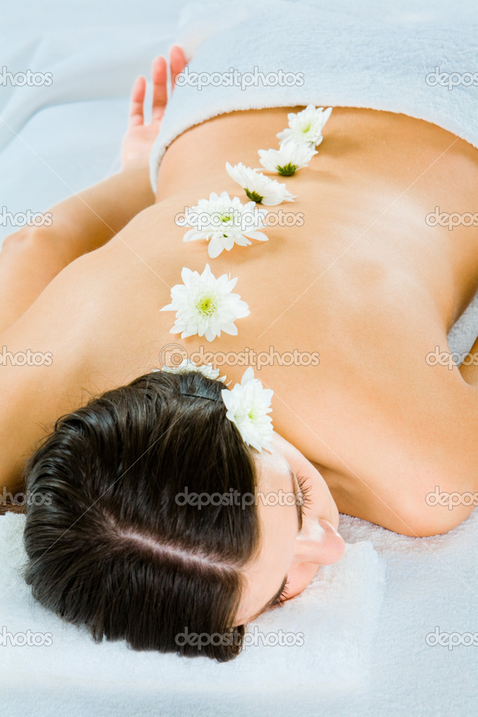 Image of female body with white flowers on a bare back — Stock Photo #11024644