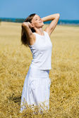 Joven mujer feliz — Foto de Stock