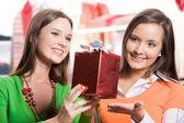 Wybierając prezenty — Zdjęcie stockowe