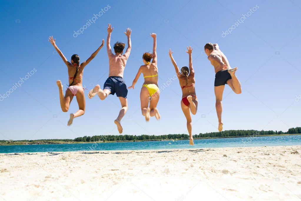 Фото прыгают на пляже