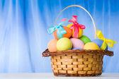 Cesto con uova — Foto Stock