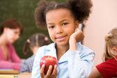Chica con manzana roja — Foto de Stock