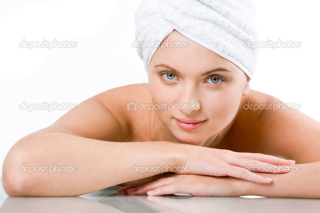 Relaxed girl with towel on head putting her face on hands and looking at camera — Stock Photo #11121238