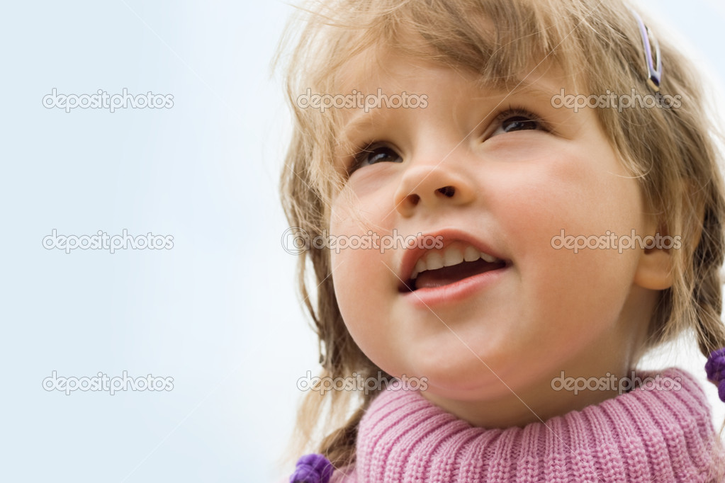 Portrait of cute girl looking forward outside — Stock Photo #11126061