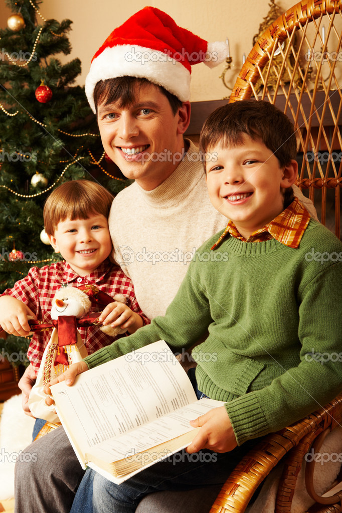 Father and two happy sons reading a book — Stock Photo #11128293
