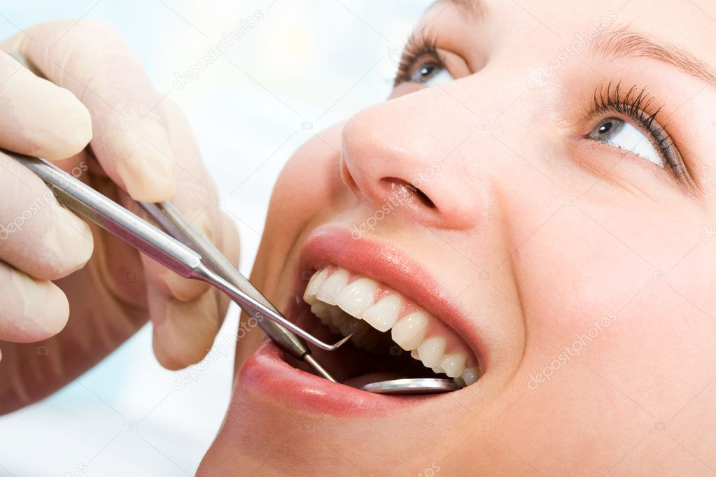 Close-up of young woman during inspection of oral cavity with help of hook and mirror — Stock Photo #11147726