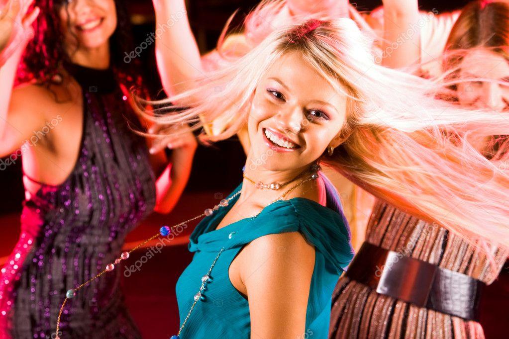 Энергичная девка