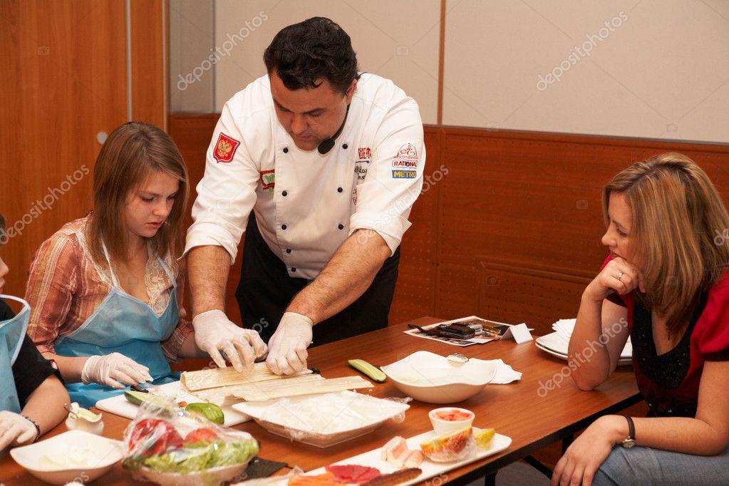 chelyabinsk 17 novembre lo chef insegna come cucinare il sushi al sushi preparazione masterclass 17 novembre 2009 in holiday inn chelyabinsk riverside 4
