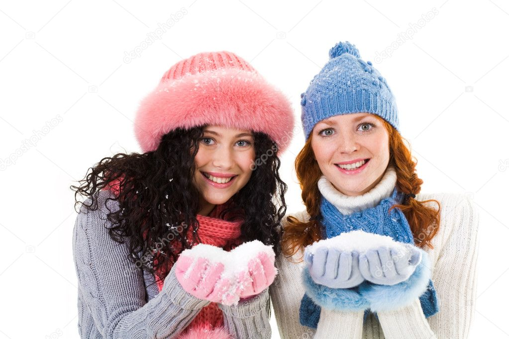 photo of girls on snow with hats № 18353